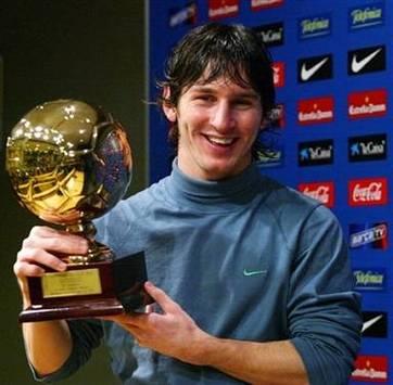 Lionel Messi with Golden Boy trophy (AFP)