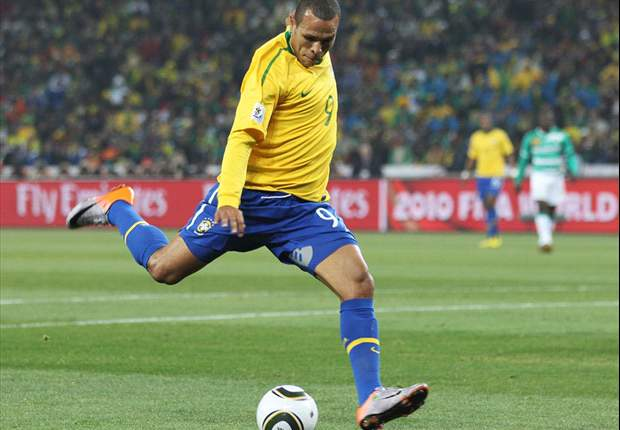 Brazil includes Luis Fabiano in squad to face Argentina