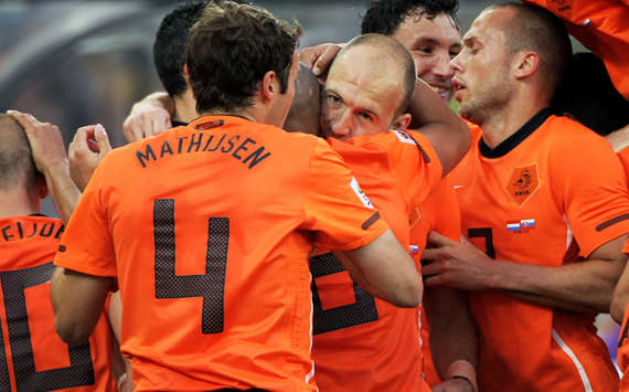 Half-Time Report: Netherlands 1-0 Slovakia: Arjen Robben Special Has Oranje Looking Good