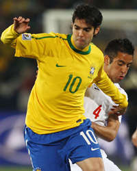 World Cup 2010 - Brazil vs Chile, Kaka and Mauricio Isla (Getty Images)