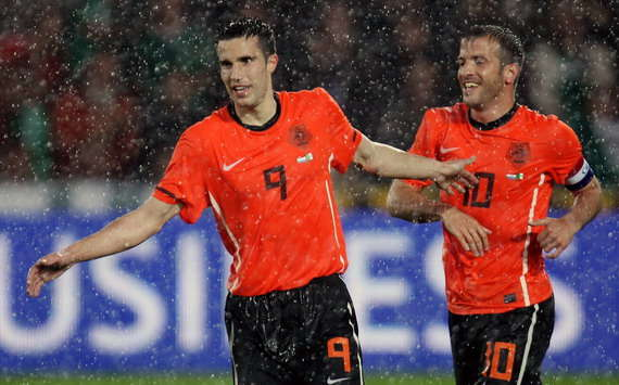 Arsenal Striker Robin Van Persie Wants To Follow In Dennis Bergkamp's Foosteps And Wear Number 10 Shirt - Report