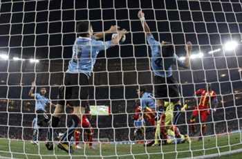 苏亚雷斯以「排球式封网」在门前阻挡了入球-苏亚雷斯或面临更长的