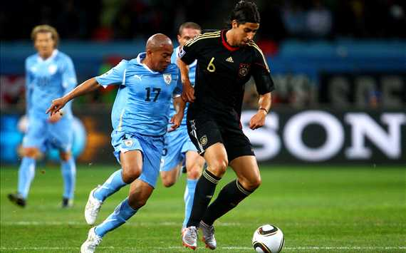 FIFA World Cup 2010 - Uruguay vs Germany - Egidio Arevalo vs Sami Khedira (Getty images)
