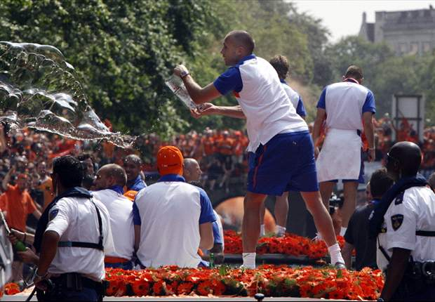 World Cup 2010: Netherlands return home to rapturous welcome