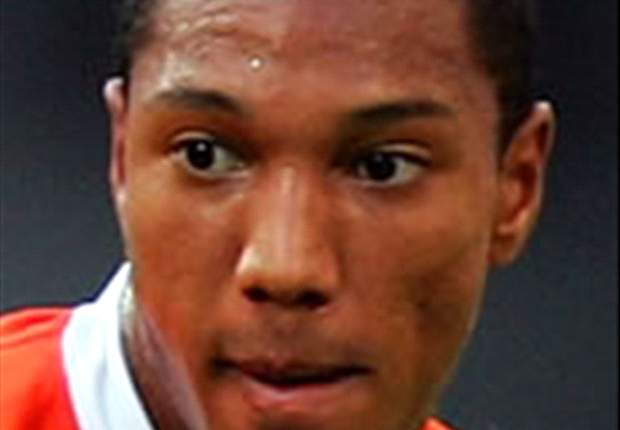 Canadian-born Jonathan de Guzman pledges Dutch allegiance