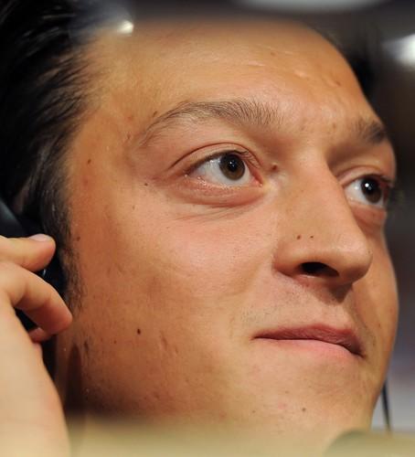 مسعود أوزيل مخاطباً جماهير ريال 106856.jpg