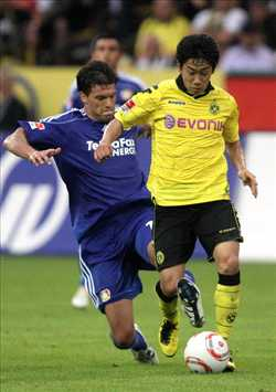 Dortmund v Leverkusen, Shinji Kagawa and Michael Ballack (Getty Images)