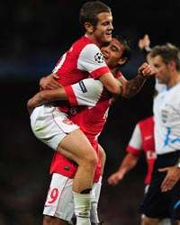 Marouane Chamakh & Jack Wilshere celebrate one of six Arsenal goals against Braga (Getty Images)