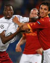 Burdisso-Traore - Roma-Cluj - Champions League (Getty Images)