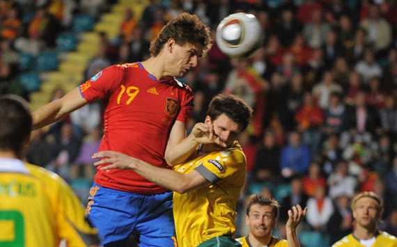 Fernando Llorente nods Spain into the lead in their Euro 2012 qualifier against Lithuania (Getty Images)