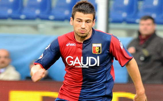 Fiorentina sign Tomovic from Genoa with Vargas moving in the opposite direction
