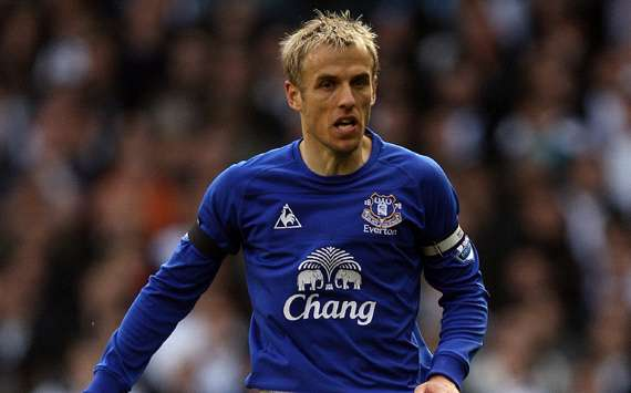 Neville: Everton want to catch Chelsea and Manchester City