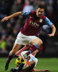 EPL : Stewart Downing -  Chris Basham , Aston Villa vs Blackpool (Getty Images)