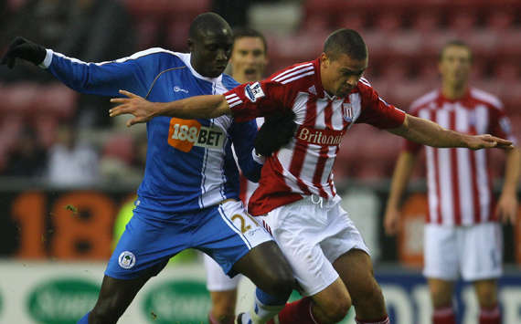 EPL - Wigan Athletic vs Stoke City, Jonathan Walters and Mohamed Diame (Getty Images)