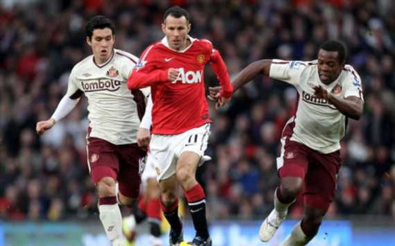 EPL - Manchester United vs Sunderland, Cristian Riveros, Nedum Onuoha, Ryan Giggs(Getty Images)