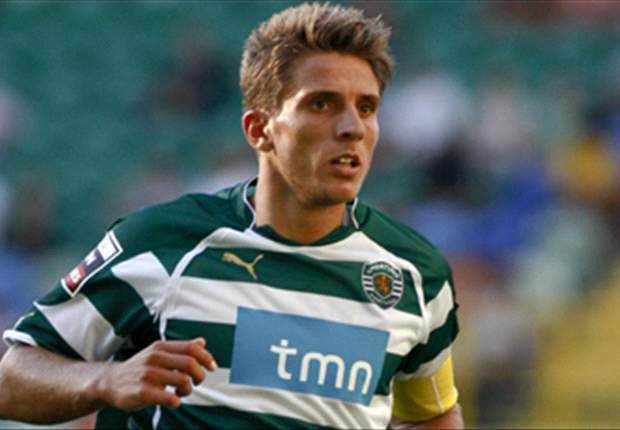 Reading complete signing of Sporting captain Carrico