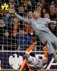 EPL - Blackpool vs Liverpool, DJ Campbell and Pepe Reina(Getty Images)