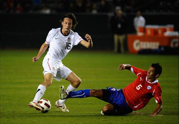 U.S. international midfielder Mikkel Diskerud moves to KAA Gent on loan with option to buy