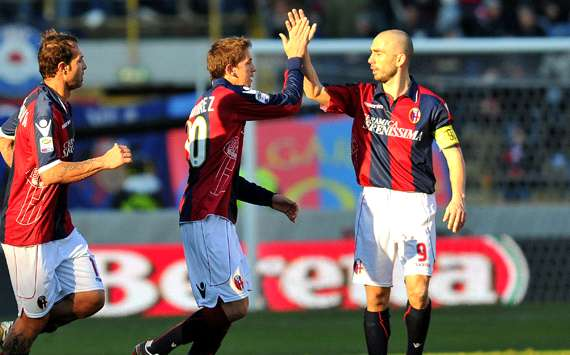 Di Vaio and Ramirez (Bologna) celebrates a goal - Getty Images