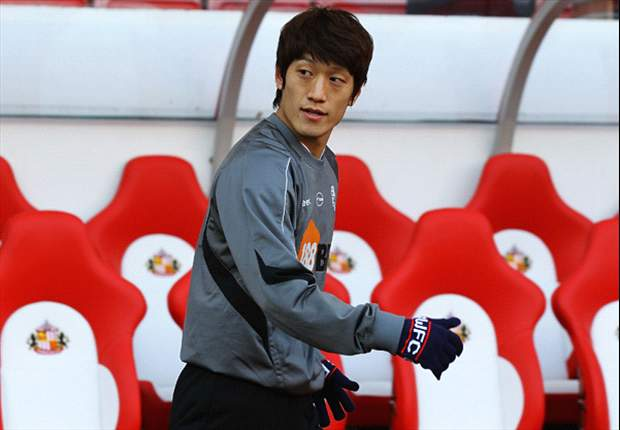 Bolton's South Korean midfielder Lee Chung-Yong resumes full training after long-term leg injury