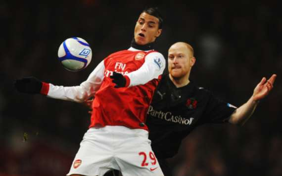 FA Cup : Marouane Chamakh - Andrew Whing, Arsenal v Leyton Orient