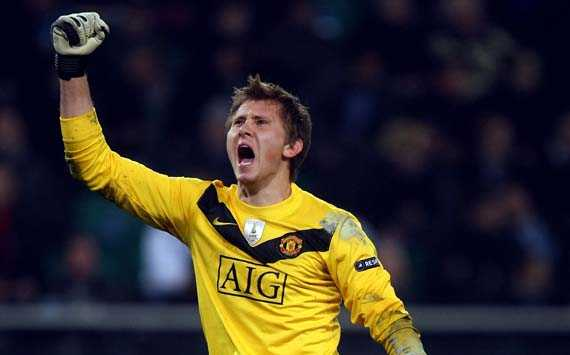 Brighton sign Manchester United outcast Tomasz Kuszczak
