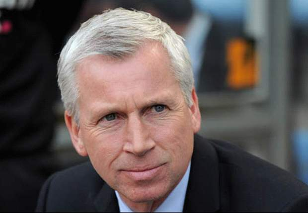 Newcastle manager Pardew hits out at agents