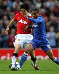 Park Ji-Sung & Ashley Cole - Manchester United & Chelsea (Getty Images)