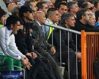 Mourinho mira el Clásico por la Champions desde la grada del Bernabéu por haber sido expulsado