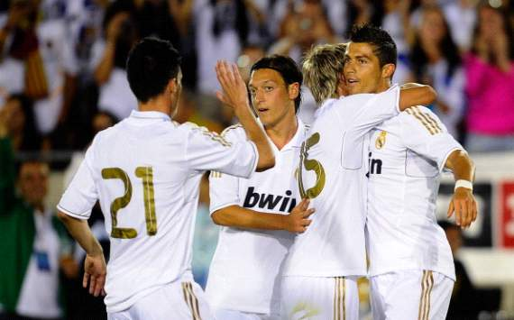 Cristiaon Ronaldo, Fabio Coentrao, Mesut Ozil, Real Madrid vs. Los Angeles Galaxy (Getty Images)