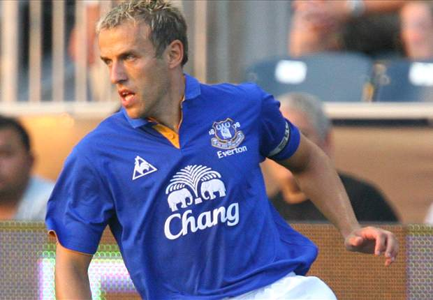 Everton boss Moyes praises captain Neville after injury lay-off