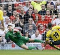England: Kuszczak saves Gilberto penalty in Manchester United-Arsenal (AFP)