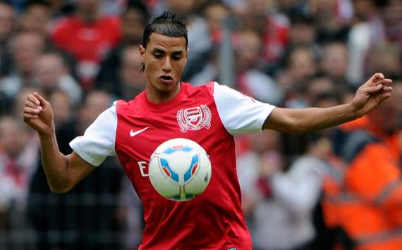 West Ham in talks to sign Chamakh from Arsenal