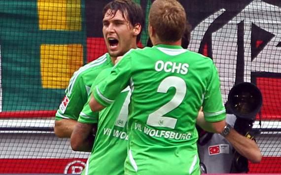 Bundesliga team of the week: Round One - Ter Stegen outshines Neuer; Gotze, Hummels & Grosskreutz debut - Goal.com