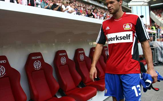 Wolfsburg coach Felix Magath wants Leverkusen's Michael Ballack - agent