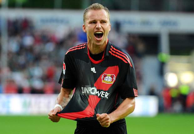 Kadlec attacked by Koln fans