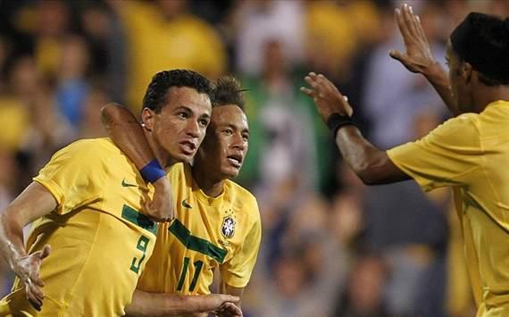 Leandro Damião e Neymar - Brasil x Gana (Rafael Ribeiro / CBF)