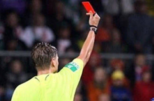 Referee shows red card, disgrace in football