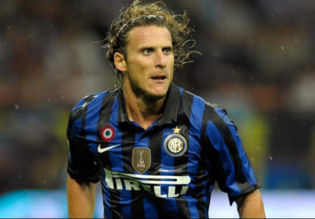 Barcelona line up Inter's Diego Forlan as David Villa's replacement - report