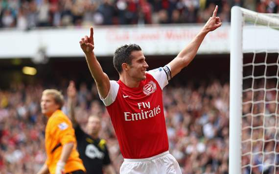 Robin van Persie odds-on to join Manchester City after Arsenal snub