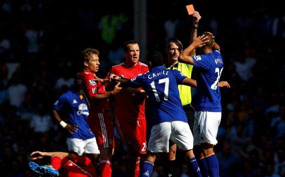 Jack Rodwell recieving his pathetic red card
