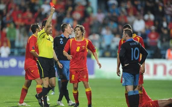 Rooney expulsado frente a Montenegro