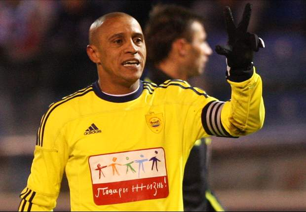 Anzhi's Roberto Carlos denies retirement talk
