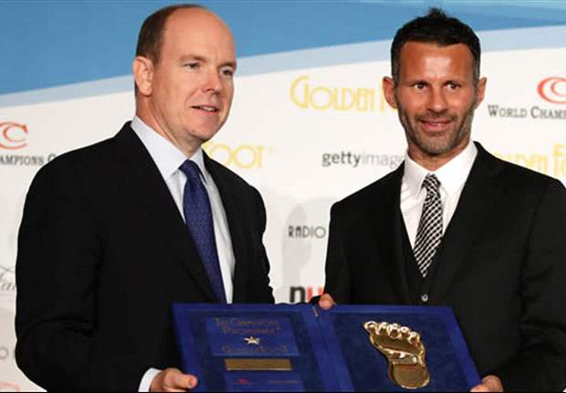 Manchester United's Ryan Giggs wins Golden Foot 2011 award