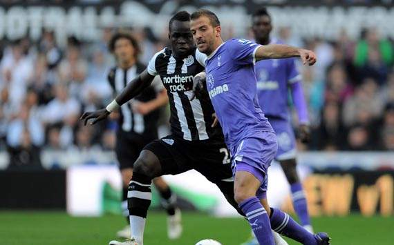 EPL - Newcastle United v Tottenham Hotspur, Cheik Tiote and Rafael van der Vaart