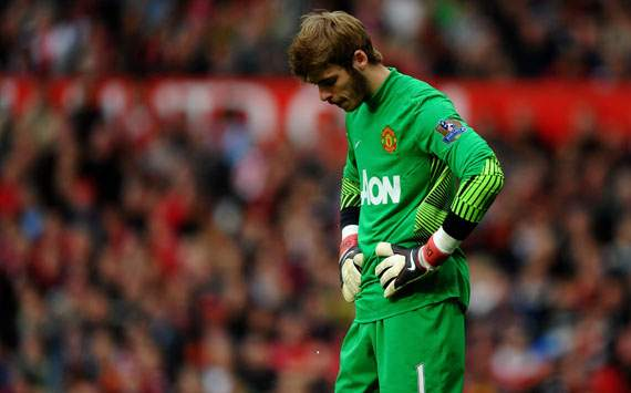 Chelsea's Petr Cech sympathises with under-fire Manchester United goalkeeper David de Gea