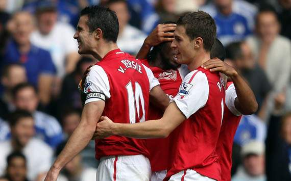 EPL - Chelsea vs Arsenal, Robin van Persie and Petr Cech