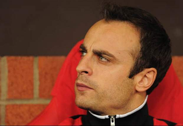 Berbatov interested in PSG, says agent
