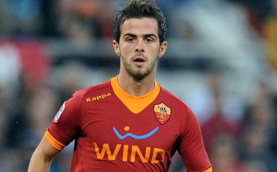 Roma's Pjanic snubbed Tottenham, claims agent