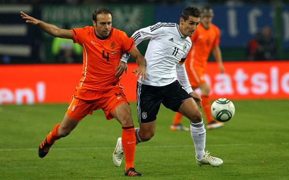 Germany vs Netherlands, Joris Mathijsen &amp; Miroslav Klose
